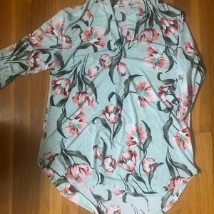 Cute floral tunic, EUC!
